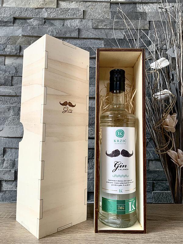 G1 – lesena darilna embalaža z gravuro GIN s klanca
